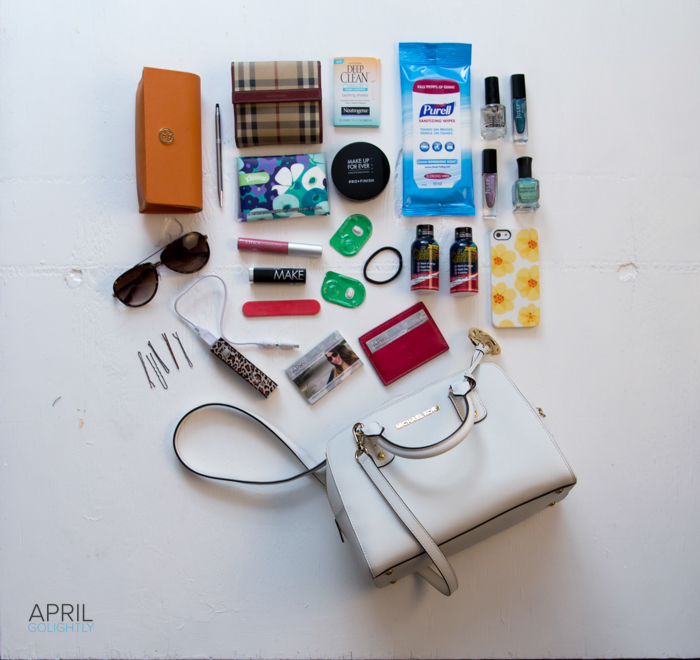 What's in a fashionable mom's bag #shop