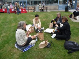 Lunch in the grass, Nel, Haruka, Kari and Tuula (Netherlands, Japan and Finland)