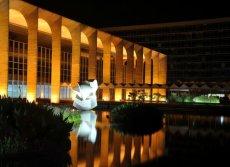 Palácio do Itamaraty, também conhecido como Palácio dos Arcos, na Esplanada dos Ministérios, em Brasília (DF). O projeto de 1962 foi inaugurado em 1970.