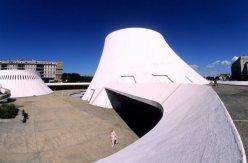 Centro Cultural de Le Havre, também chamado de Le Volcan, projeto de 1972, inaugurado em 1982 em Le Havre, na França.