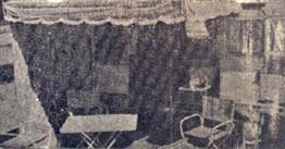 Uma mesa e 4 cadeiras especiais para praia fazem parte do elegante conjunto.