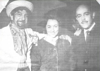 O casal Mauro e Maria Lúcia Vianna, ao lado do fotógrafo Idálio Filetti, estilizado como caipira. O folclórico e o popular foram acolhidos nas mansões