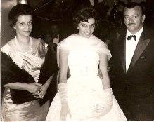O casal Aristides(Lidia) Gianetti, com a filha Lizete, em noite de gala