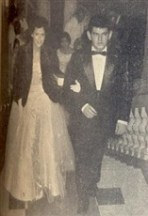 Feliz, o Sr. Luiz Antonio Morales Mucci, foi o paraninfo da encantadora Vera Luzia Garroux