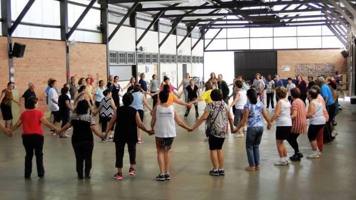 Dança circular – A atividade gratuita ocorrerá na manhã de quarta-feira, na Estação do Idoso