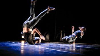 Oficina e espetáculo abordam dança contemporânea e improviso cênico no Sesc