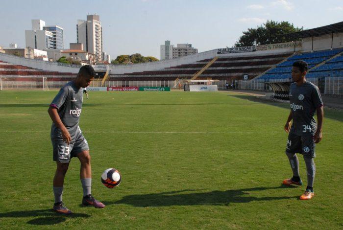 Rubens Carvalho (à esquerda) e Agnaldo em treino no Barão da Serra Negra