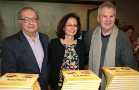 Os autores do livro: Cecílio Elias Netto, Patrícia Fuzeti Elias e Arnaldo Branco Filho. (Foto: Rubens Chiri)