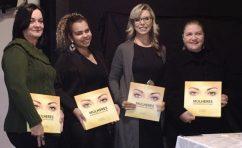 No lançamento, os participantes receberam exemplares do livro