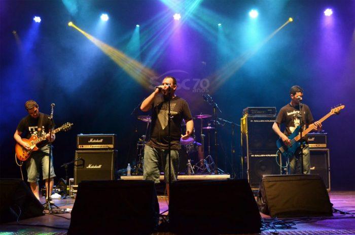 Banda Velho Coyote se apresenta durante festival FOTO RAFAEL BITENCOURT