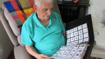 Instituto Formar promove exposição de bottons de Rubens Braga