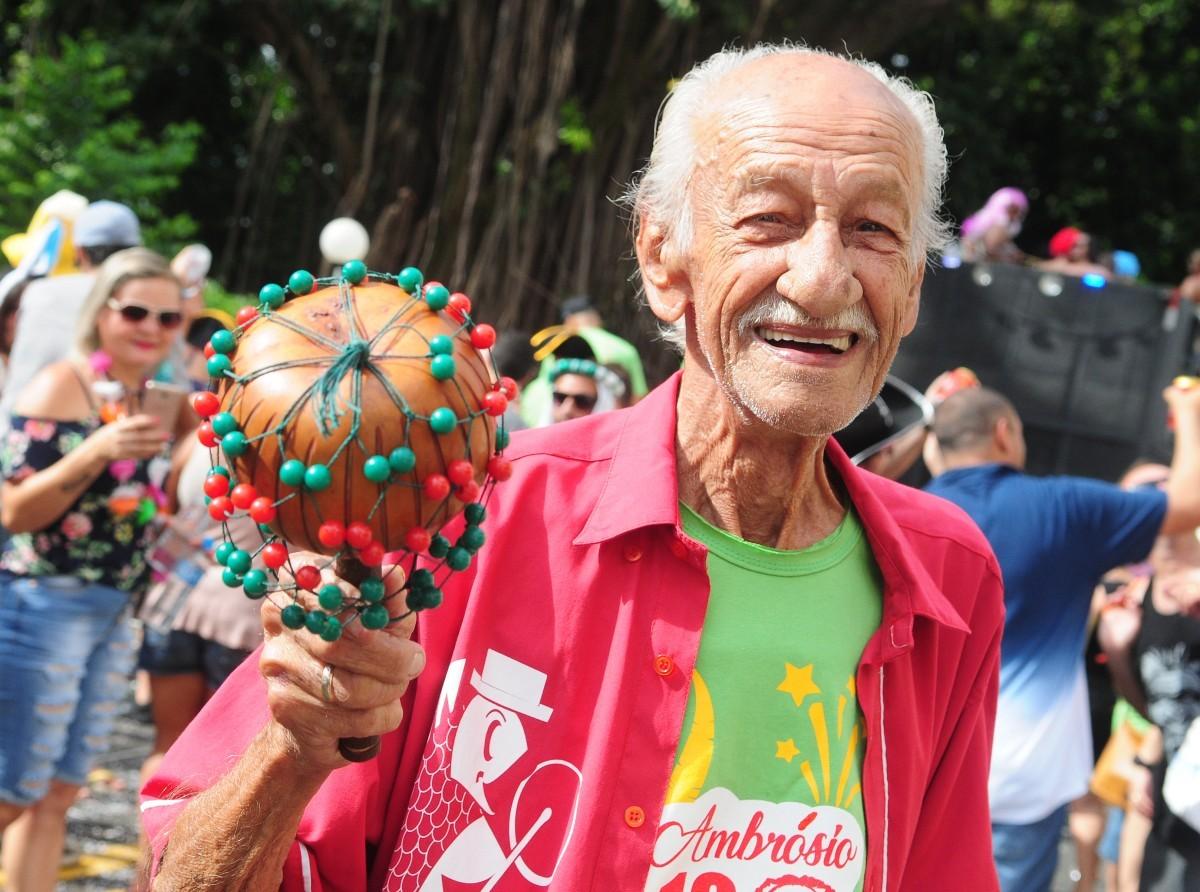 "Mestre Ambrósio e banda no ""Esquenta de Carnaval"" do Sesc"