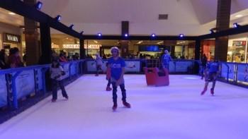 Shopping recebe pista de patinação Ice Adventure