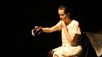 Peça aborda violência contra a mulher com música de Milton Nascimento