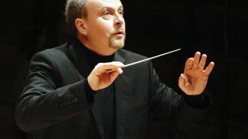 Maestro alemão Harmut Rohde rege Orquestra Filarmônica de Piracicaba no Teatro Unimep
