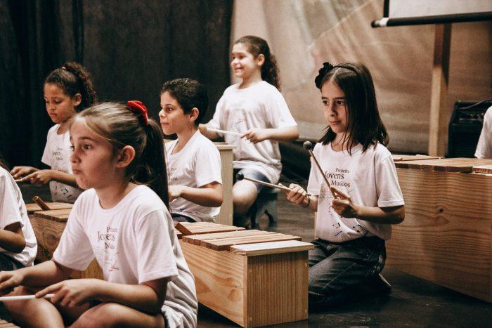 Crianças e jovens do projeto farão apresentações nos Recitais