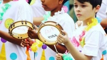 Bloco formado por alunos do Projeto Guri desfila no Carnaval de Piracicaba