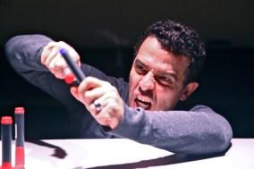 "Gustavo Gasparini atuando em ""Gustavo III"". (foto: Nil Canine)"