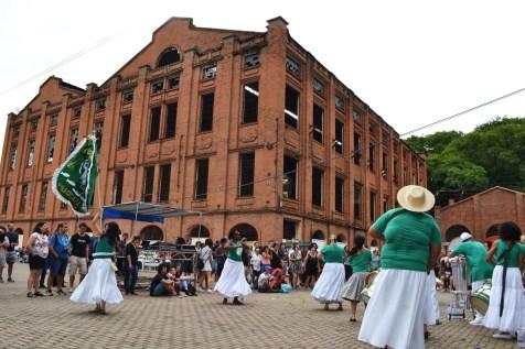Manifestação cultural às margens do Rio Piracicaba. (foto: Rafael Bitencourt)