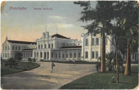 Cartão postal retrata a ESALQ. (imagem: acervo Cecílio Elias Netto)