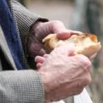 Pedaço de pão e maçã