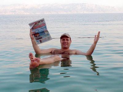 ISRAEL - Boindo no Mar Morto