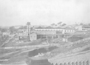 Figura 02: Fábrica de Tecidos vista da Rua 13 de Maio em 1906. (Rotellini, 1906).