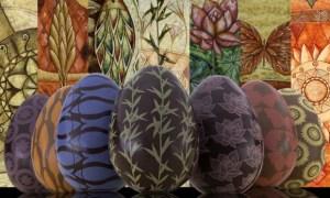 """Os ovos de Páscoa gourmet da Coleção 7 Virtudes da Chocolat des Arts trazem """"estampas"""" da artista polonesa Kasia Blekiewicz Foto: divulgação"""