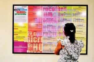 Painel-com-os-microcontos-vencedores-em-2012