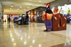 Escultura interativa instalada no corredor do Shopping - foto Rodrigo Alves