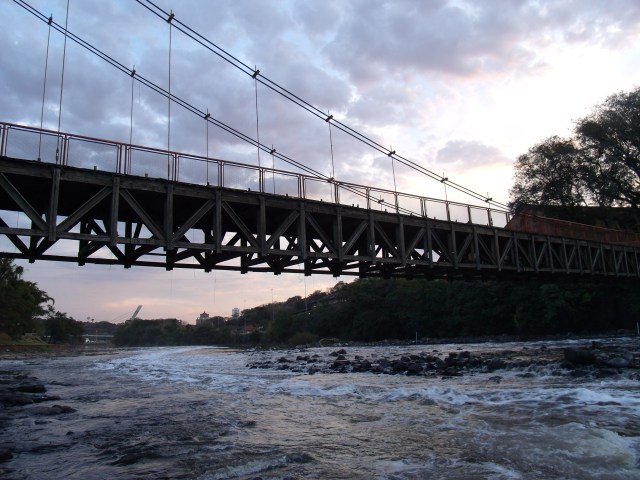 Entardecer na ponte