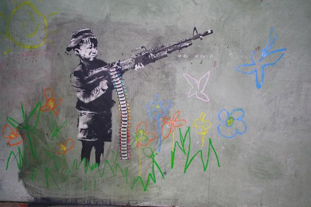 Criança com metralhadora