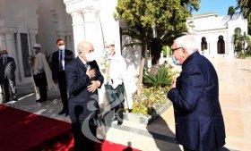 الرئيس الأسبق اليمين زروال يعرب للرئيس تبون عن سعادته لعودته إلى أرض الوطن