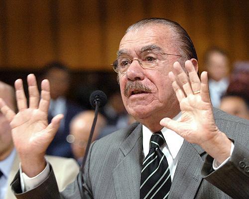 Na foto, José Sarney (PMDB-MA), que indica o ministro Edison Lobão, que indica os diretores do DNPM, cujos superintendentes são indicados por políticos do PMDB