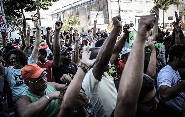 Trabalhadores ambulantes protestam em Recife (Foto: Facebook Sintraci)