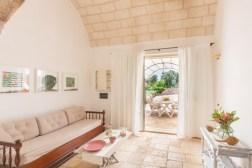 LA Cortes - Wohnbereich mit Zugang zur Terrasse