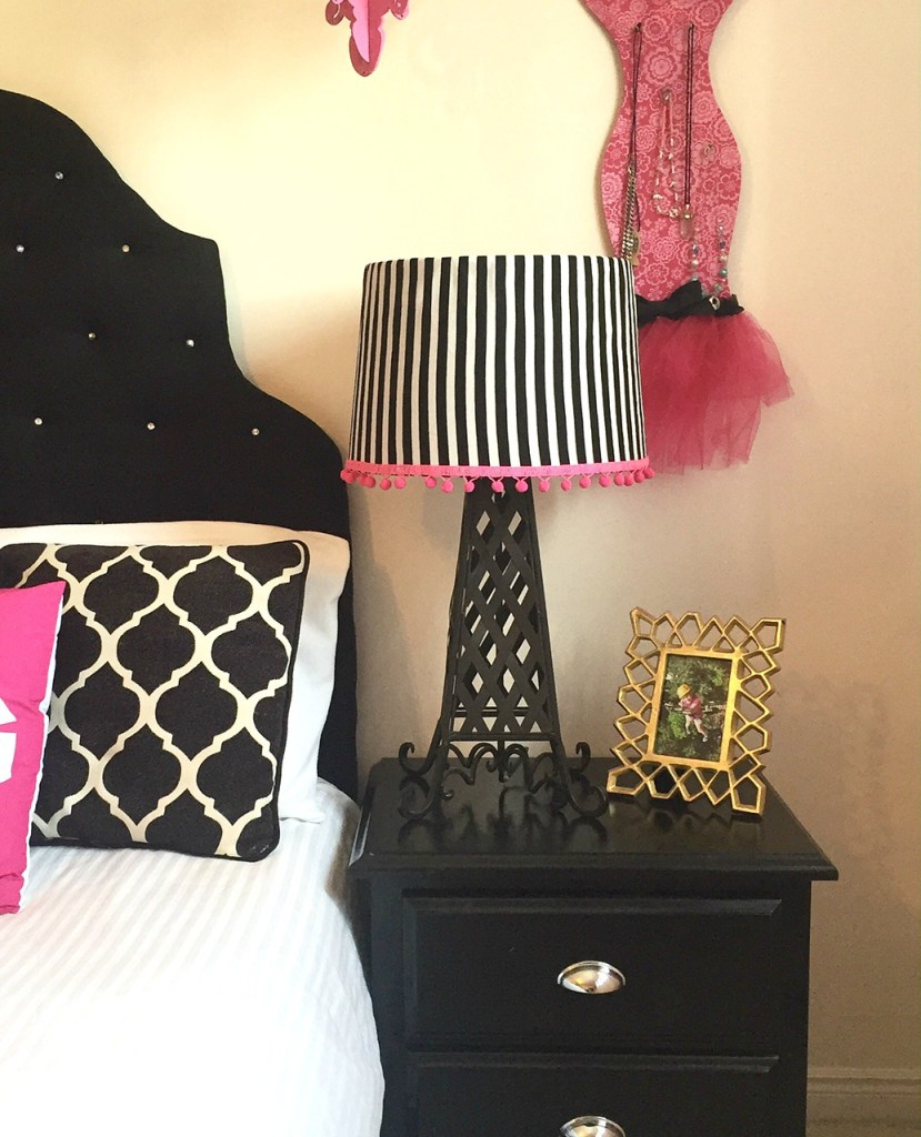 How to Cover lampshade with fabric and a glue gun easy no sew fabric project 30 day flip challenge apurdylittlehouse.com