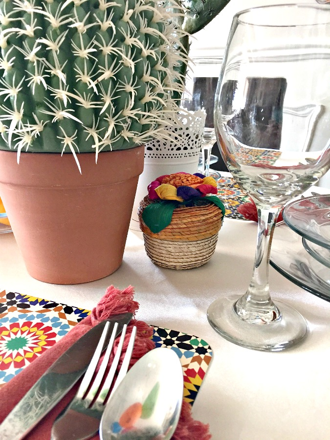 Mexican FiestaTable Setting for a Mexican themed dinner Mexican food table setting apurdylittlehouse.com