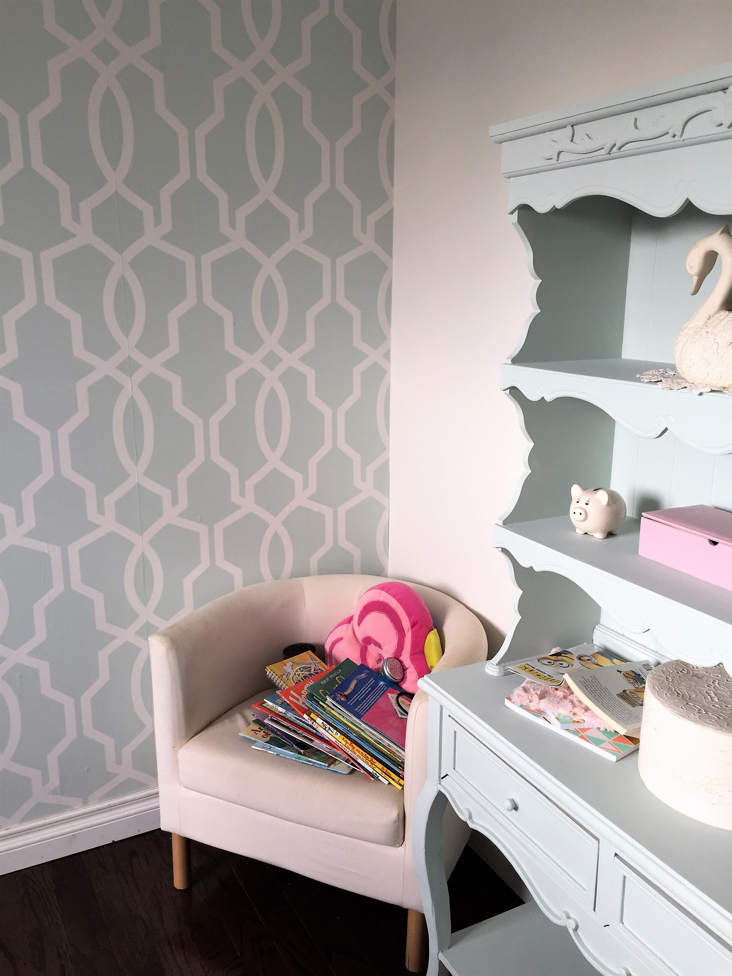 Girls Bedroom Makeover For The One Room Challenge Preppy Stylish And Modern With