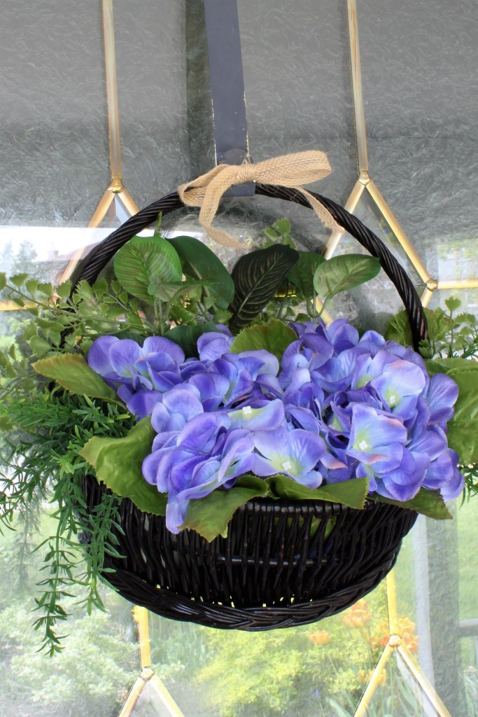 Hydrangea hanging basket door wreath at apurdylittlehouse.com