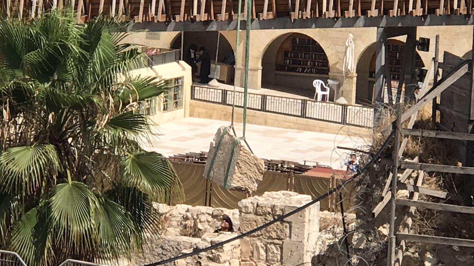 """خبير: الاحتلال تعمّد نشر فيديو سقوط """"الحجر"""" كمبرر للانقضاض على سور المسجد الأقصى"""