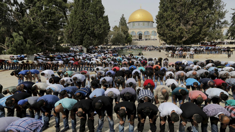 استمرار ملاحقة رموز الأقصى ومتطرفون يهود يطالبون بطرد دائرة الأوقاف الإسلامية