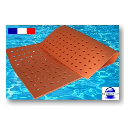 tapis flottant a trous pour piscine 2 m x 1 m x 1 5 cm made in france