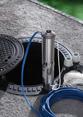 Installation d'une pompe immergée pour un puits