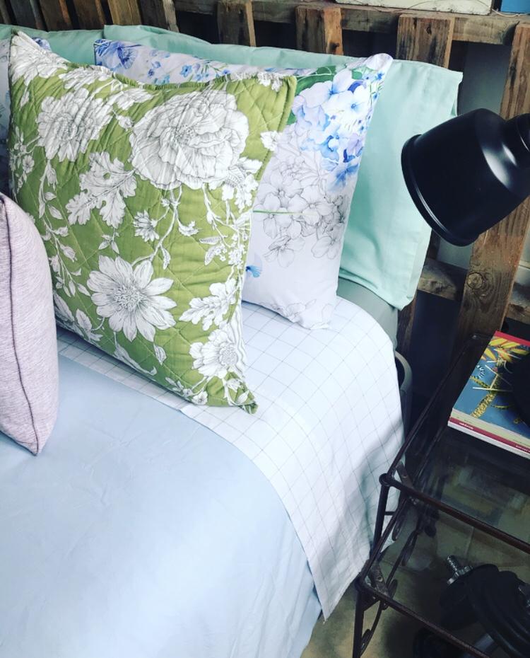 Textiles de primavera en nuestro dormitorio
