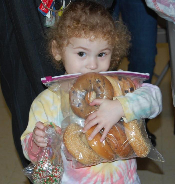 Aquia's Table Child Volunteer