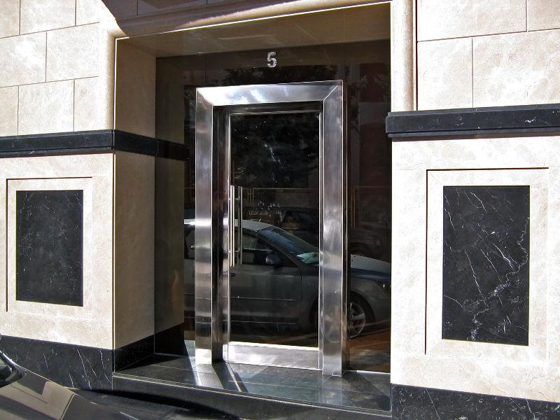 puerta del portal