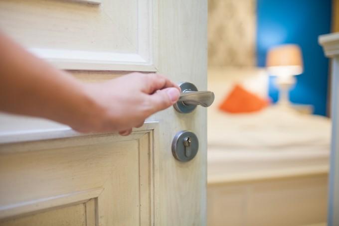 cambiar el pomo de la puerta