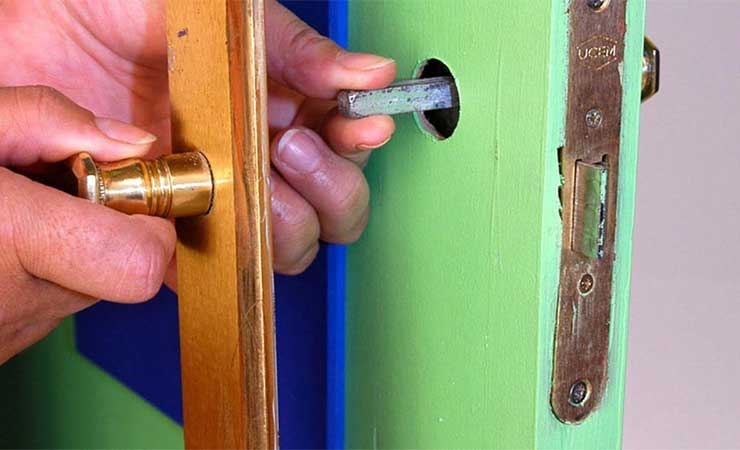 cambiar manilla de la puerta
