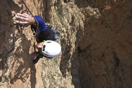 Armando sul terzo tiro della via Geonautica (6c max) a Taghia Copyright © Armando Bodeo & Jasmin Biller